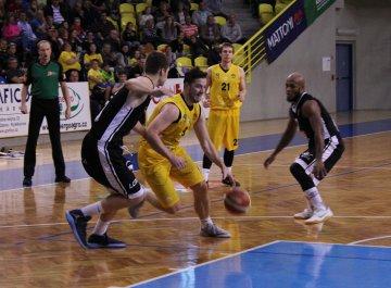 BK Opava - ČEZ Basketball Nymburk (15.10.2016)
